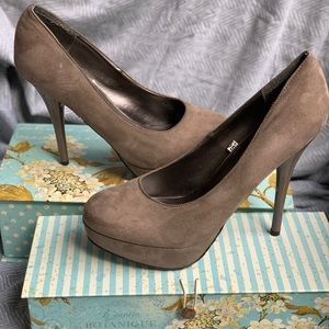 Mossimo size 8.5 Taupe suede heels